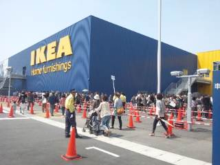 IKEA へ。